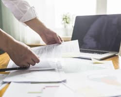 Procuradores expertos en procesos judiciales y gestiones ante la Administración